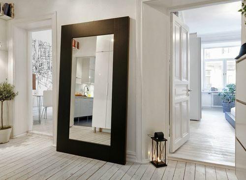 Зеркало напротив входной двери