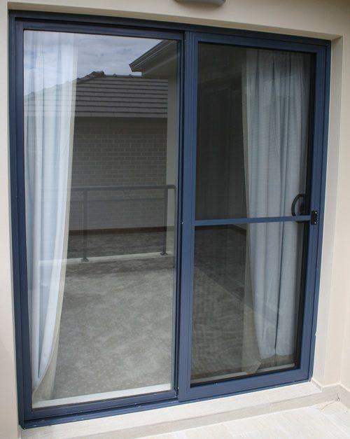 alyuminievye-vhodnye-dveri-05-5519288