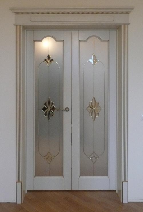 belye-dveri-so-steklom_7-4021348