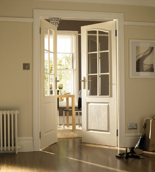 belye-mezhkomnatnye-dveri-05-8683675