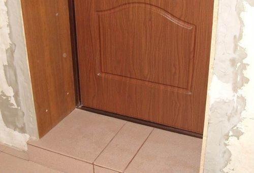 dekorativnaya-otdelka-dverej_3-5193052