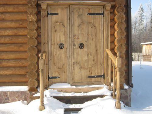 derevyannye-dveri-v-banyu_8-9405751