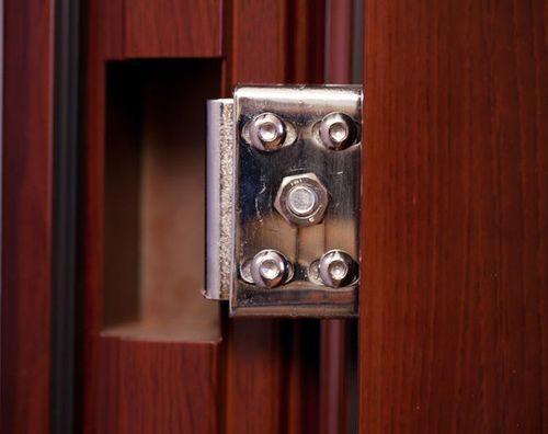 dver-ploxo-zakryvaetsya_7-3232122