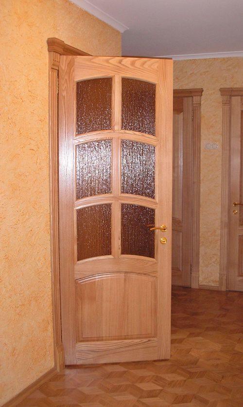 dveri-iz-yasenya-buka_3-5196123