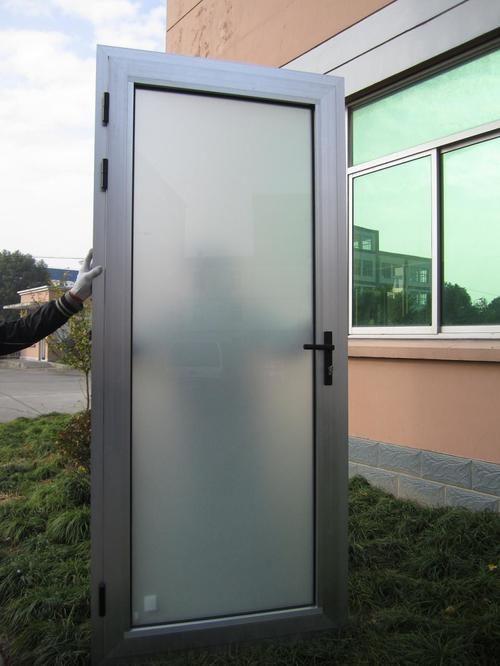 mezhkomnatnye-alyuminievye-dveri-03-4498335