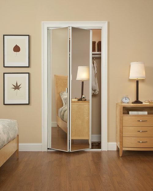 Как выбрать межкомнатные двери с зеркалом