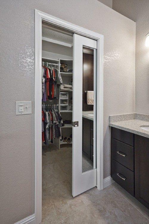 Сдвижная дверь с необычным дизайном