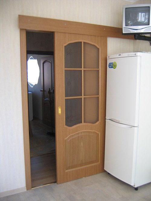 mezhkomnatnye-razdvizhnye-dveri-v-stenu-02-2086097