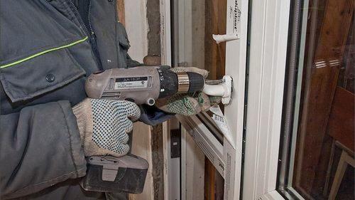 montazh-plastikovoj-dveri_5-8512341