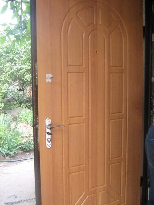 nestandartnye-vhodnye-dveri-08-9636782