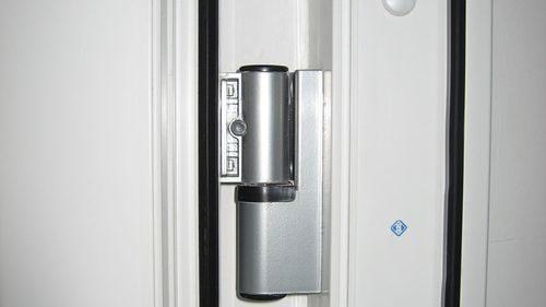 petli-balkonnaya-dver_3-4170085