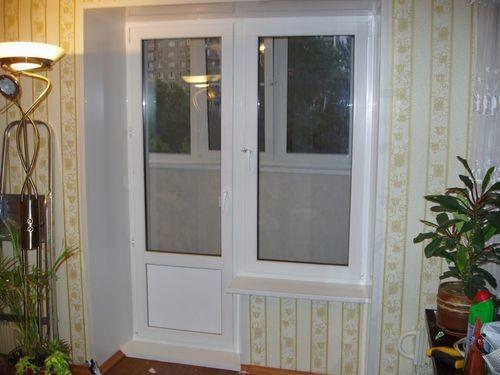 plastikovaya-dver-ne-zakryvaetsya_2-3746243