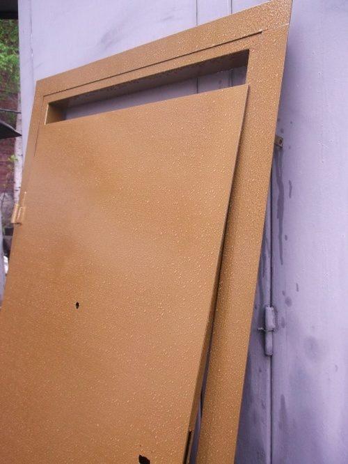 pokraska-vhodnoy-metallicheskoy-dveri-02-9752259