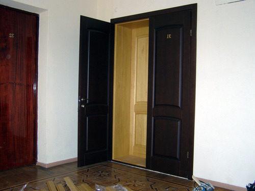 pokraska-vhodnoy-metallicheskoy-dveri-03-3893820