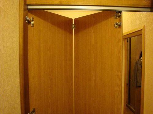 ustanovit-dveri-garmoshka_7-6090781