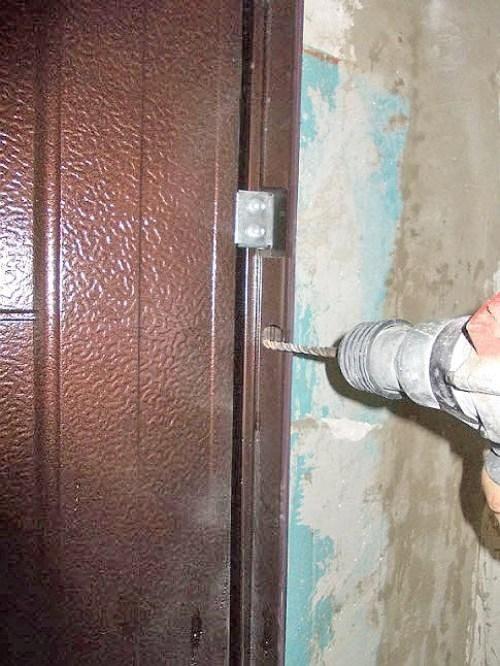 ustanovka-kitajskoj-dveri_4-5686530