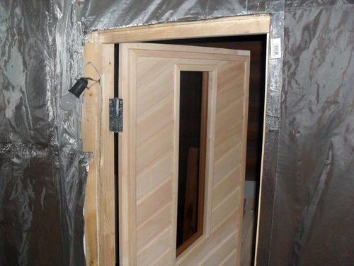 uteplit-dver-v-bane_7-3206825