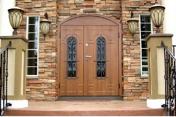 Уличные кованые входные утепленные двери