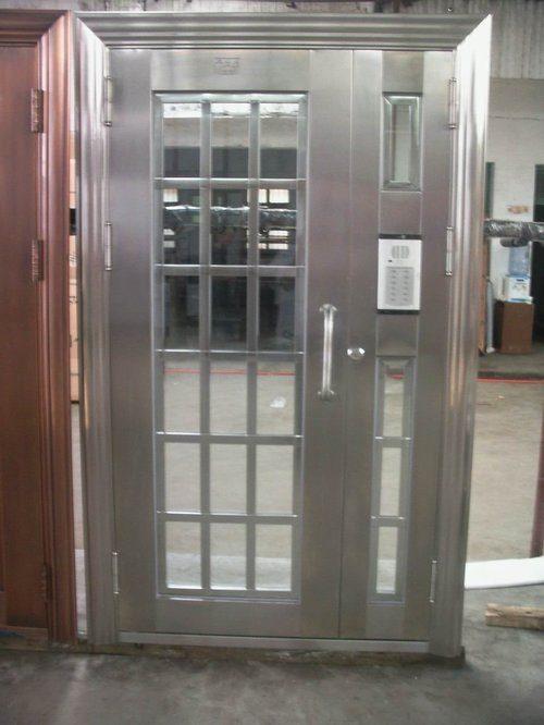 vhodnye-metallicheskie-dveri-03-2255437
