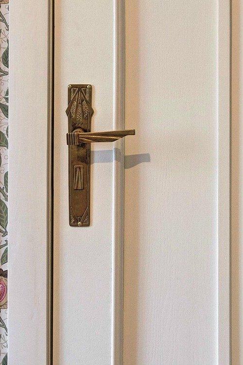 vstavit-mezhkomnatnuyu-dver-08-1233080