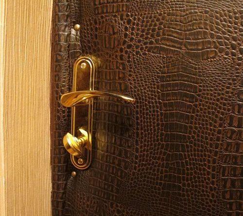 kak-uteplit-derevyannye-dveri_1-6438687