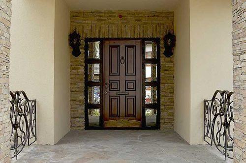 vxodnye-dveri-dlya-doma_12-4428923