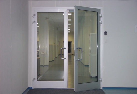 Особенности конструкции алюминиевых противопожарных дверей