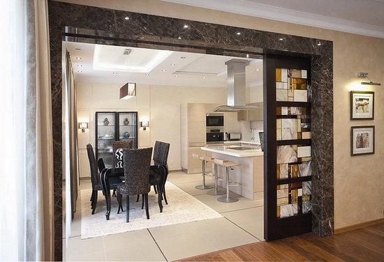 Достоинства раздвижных дверей при установке в кухне