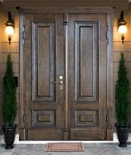 Деревянные входные двери с двумя створками