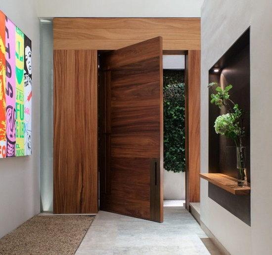 dveri-derevyannie-vhodnie-44-650x656-9617137