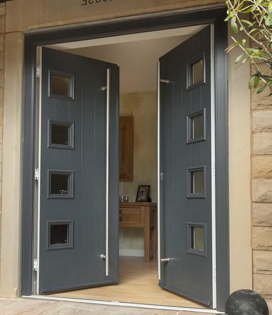 Двойные входные деревянные двери с стеклянными вставками