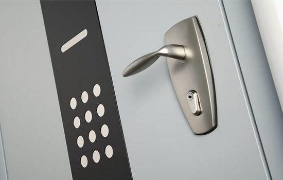 vzlomostojkie-vhodnye-dveri-otlichiya-po-klassam-i-po-vozmozhnostyam-2387320
