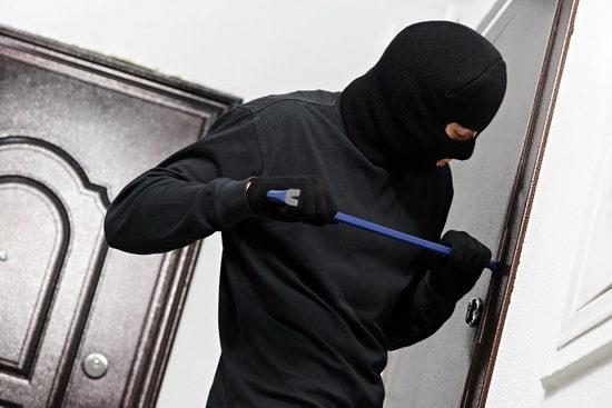 thief-burglar-at-house-breaking-2