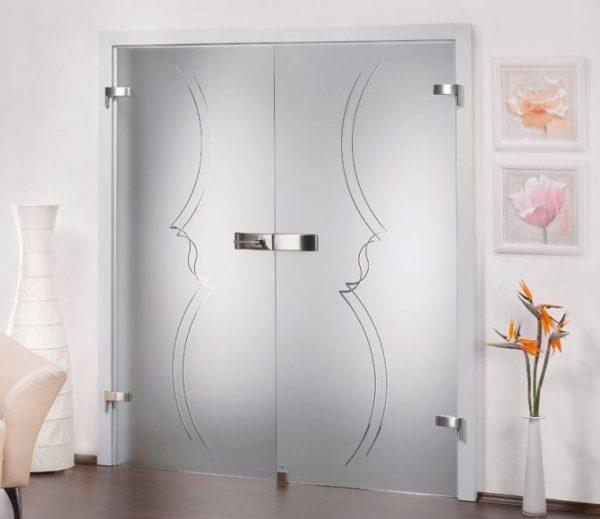 dveri-s-minimalistichnym-dizajnom