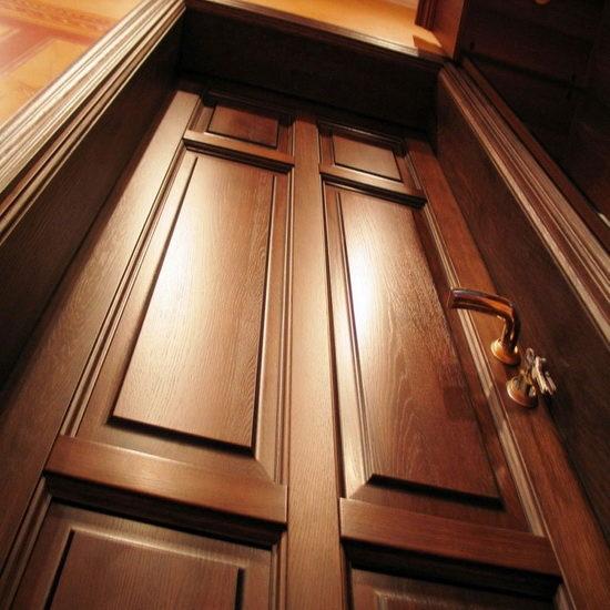 Из всех моделей элитного сегмента изделия из цельной древесины – наиболее дорогие и качественные.