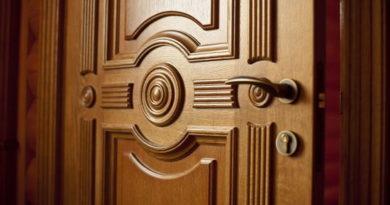 Как выбрать элитные межкомнатные двери из массива дерева