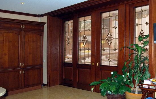 виды витражных дверей