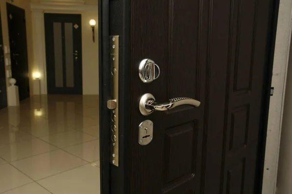 Как выбрать замок для входной двери?