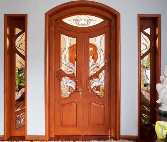 Нестандартный декор двери