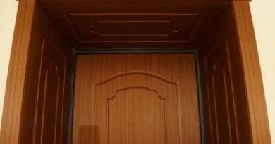 materialy-dlya-otdelki-vhodnyh-dverej-samye-rasprostranennye-varianty-4685056
