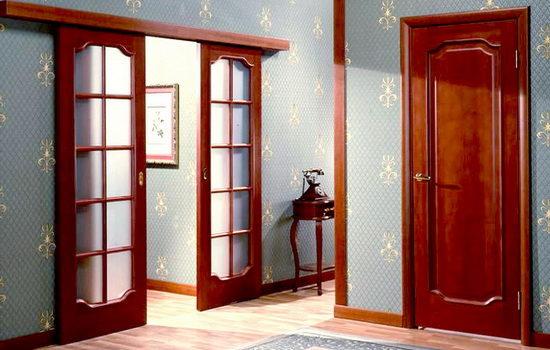 mezhkomnatnye-dveri-iz-krasnogo-dereva-izyskannost-i-nadezhnost-9985317