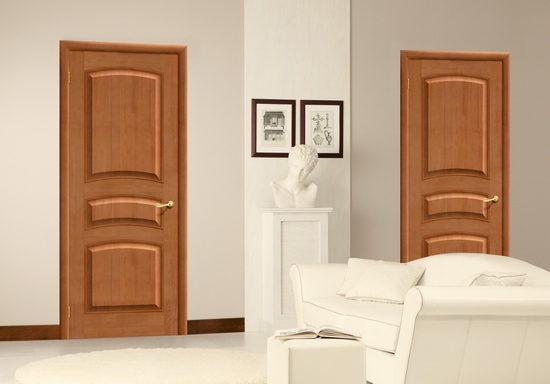 Межкомнатные двери из массива сосны в интерьере квартиры