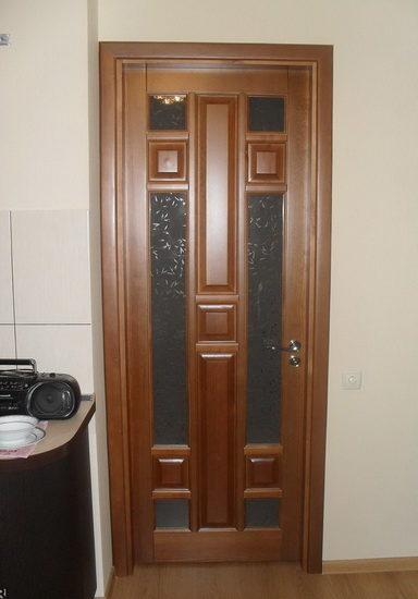 Модель межкомнатной двери из сосны со стеклянными вставками