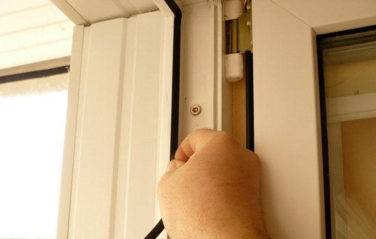 замена уплотнителя балконной двери