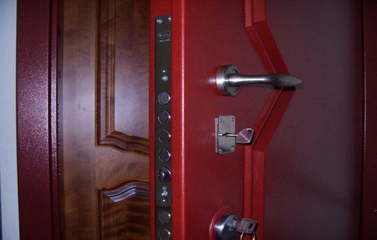 nuzhna-li-vtoraya-vhodnaya-dver-v-kvartiru-2484979