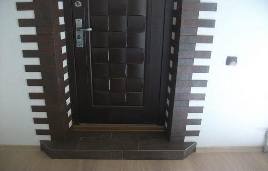 Облицовка дверных откосов плиткой