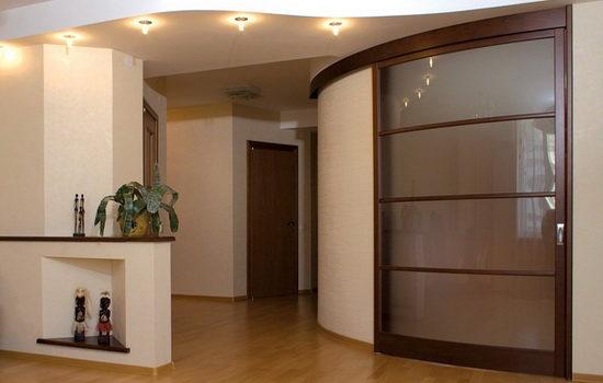 polukruglye-mezhkomnatnye-dveri-elegantnoe-reshenie-dlya-doma-1733231