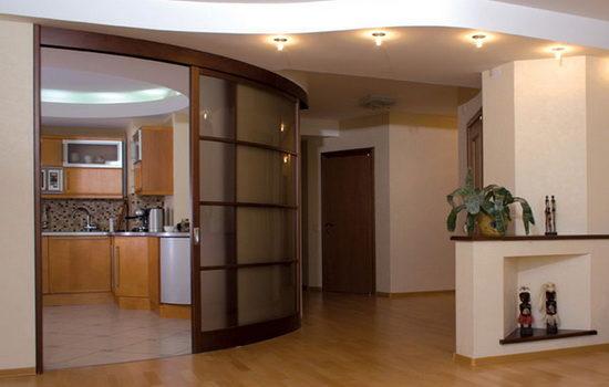 radiusnye-mezhkomnatnye-dveri-idealnoe-sochetanie-s-intererom-4975986