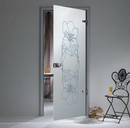 raspashnye-steklyannye-dveri-s-korobkoj-4217727