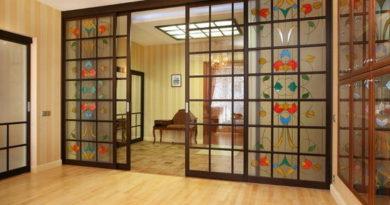 razdvizhnye-vitrazhnye-dveri-v-interere-6927352